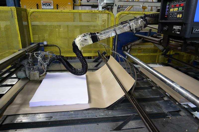 Maquinaria - Borobil Especialistas en Corte de Papel y Cartón